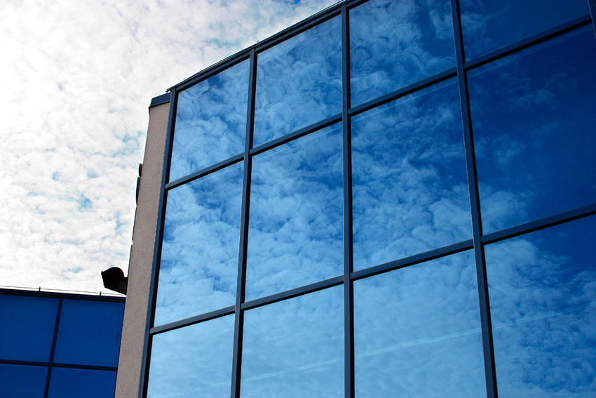 Modernizacja budynku GLAZURIS - zbliżenie na okna