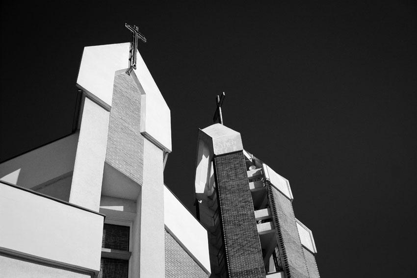 Kościół pw. Św. Józefa w Nowej Soli - widok czarno-biały