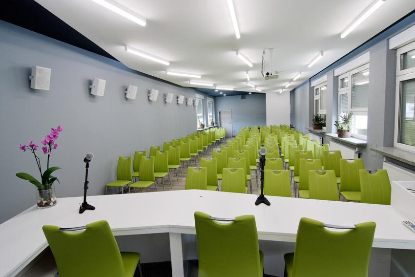 Sala po modernizacji - widok zza mównicy #2