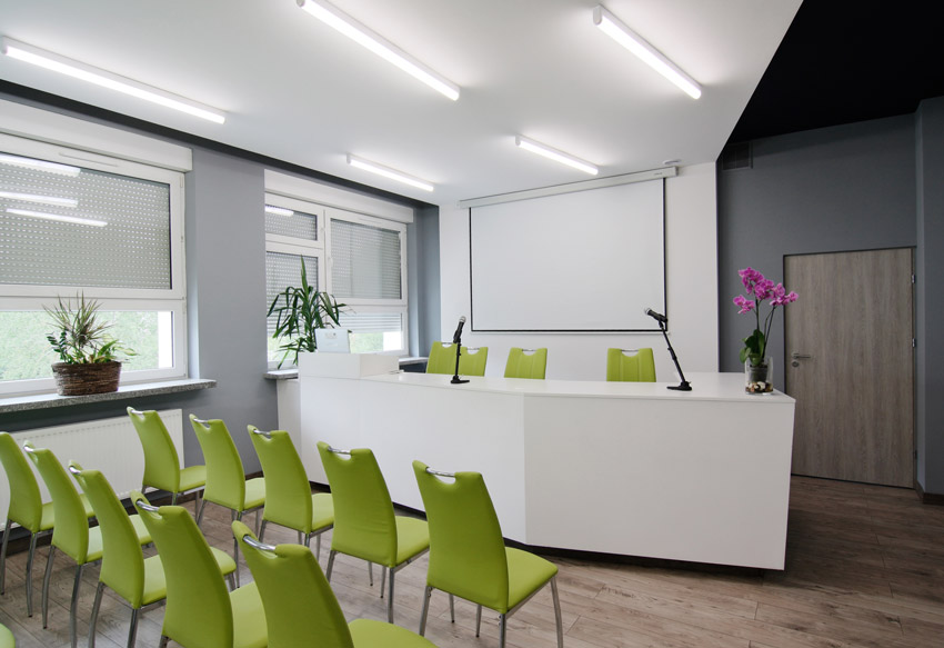 Sala po modernizacji - widok na mównicę