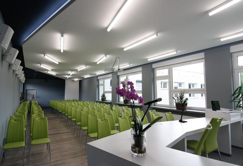 Sala konferencyjna po modernizacji - widok od przodu
